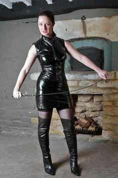 Lady zwart. Leadher Laarzen. Jurkje