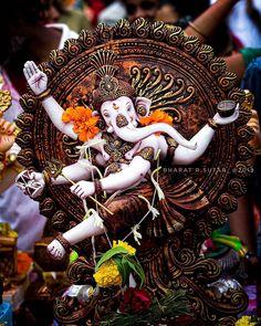 Shri Ganesh Images, Ganesha Pictures, Ganesha Painting, Ganesha Art, Ganpati Bappa Photo, Ufo, Ganpati Bappa Wallpapers, Happy Ganesh Chaturthi Images, Fall Tree Painting