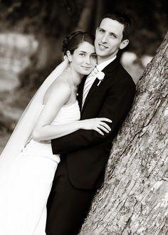 Smukt bryllup og masser af dejlige stemningsfulde bryllupsfotos i parken ved Hørsholm kirke