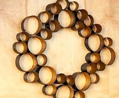Make a modern looking wreath by hot gluing pieces of wrapping paper tubes together. Then spray paint for additional color. How clever is this? Dyi Crafts, Wreath Crafts, Cute Crafts, Crafts For Kids, Arts And Crafts, Project Ideas, Craft Projects, Wrapping Paper Rolls, Paper Towel Tubes