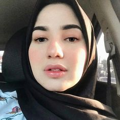Image may contain: 1 person, selfie and closeup Beautiful Muslim Women, Beautiful Hijab, Beautiful Asian Girls, Kebaya Hijab, Hijab Collection, Muslim Beauty, Islamic Girl, Hijab Chic, Ootd Hijab
