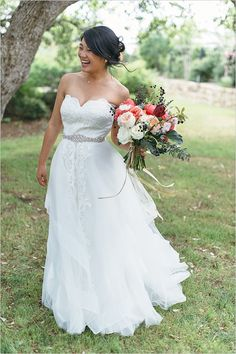 Month 8: Bridal gown shopping!! 12 Month Wedding Checklist @weddingchicks