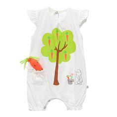 Полукомбинезон с игрушкой - морковкой/Baby romper with toy - carrot