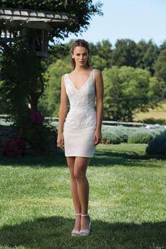 Si quieres marcar la diferencia en el gran día, ¡atrévete con un vestido de novia corto! Sincerity Bridal, News Just In, Nice Legs, White Dress, Gowns, Formal Dresses, Unique, Wedding Stuff, Fun