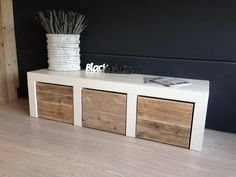 Diy Pallet Furniture, New Furniture, Kitchen Cabinets On A Budget, Bookshelf Door, Diy Storage Bench, Living Room Sofa Design, Ikea Home, Diy Sofa, Kallax
