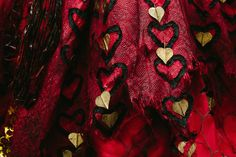 A detailed look at the Alice Through The Looking Glass costumes | The Red Queen | [ https://style.disney.com/entertainment/2016/06/03/a-detailed-look-at-the-alice-through-the-looking-glass-costumes/ ]