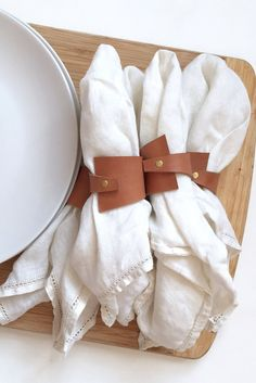 Loving this updated take on napkin rings Loving this updated take on napkin rings Sweet 16 Centerpieces, Bedroom Crafts, Diy Organisation, Interior Design Boards, Leather Accessories, Leather Working, Leather Craft, Napkin Rings, Tablescapes