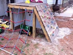 According to the new latest furniture trends for the houses, the concept of using the pallet in the kids playhouse designing purposes is becoming the ultimate options. The kids would surely be finding an artful custom entertaining blend of impression in its coverage.