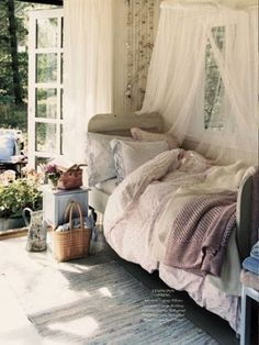 Eye For Design: Decorating Your Bed With Gauze Canopies .......Dreamy And Exotic <3