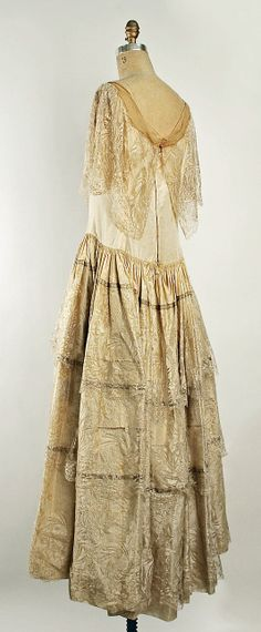 Robe de Style House of Lanvin  (French, founded 1889)  Designer: Jeanne Lanvin (French, 1867–1946) Date: fall/winter 1926–27 Culture: French Medium: silk. Sideway Back
