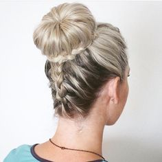 30 Elegant French Braid Hairstyles, Frisuren, upside down braid and bun. French Braid Hairstyles, Box Braids Hairstyles, Girl Hairstyles, French Braids, Hairdos, Classic Hairstyles, Simple Hairstyles, Formal Hairstyles, Donut Bun Hairstyles