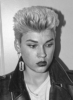 Edwige punk, 1977