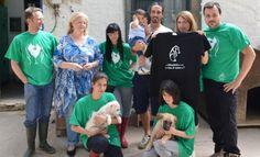 #FrancescoBolzoni centrocampista del U.S. Città di Palermo - Pagina ufficiale ha fatto visita con la propria #famiglia al #Rifugio della #LegadelCane di #Palermo donando 100 kg di #mangime.