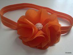 head band em tecido bember laranja com pérolas , fino acabamento super confortável e não aperta a cabecinha da bebe