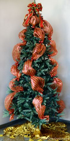 How to: Christmas tree decorated with deco mesh and tinsel tie