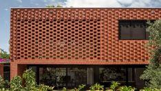 Midland Brick has been helping West Australians build their dream homes for over 70 years. Stone Blocks, Concrete Blocks, Midland Brick, Backyard Pool Landscaping, Brick Architecture, Brick Facade, Style Tile, Brickwork, Red Bricks