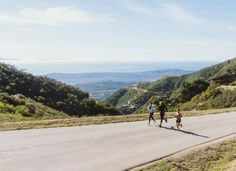 Is Running Outside Better Than Running on a Treadmill? Treadmill, The Outsiders, Country Roads, Challenges, Wellness, Running, Mountains, Travel, Smile