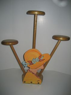 deco hat stand like the compactness of three hats in smaller space