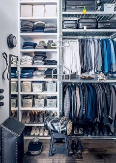 A room for a couple: our 10 tips to clean up Minimalist Closet, Minimalist Living, Closet Space, Walk In Closet, Closet Storage, Storage Shelves, Shelving, Marie Claire, Grand Dressing