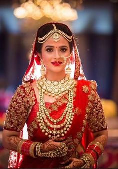 "Bridal Jewelry Kajol R Paswwan bridal makeup artist Mumbai - ""What hairstyle suits my short hair?"" ""Which is the best foundation for Indian skin tone for wedding photos?"" These and other questions answered by top Mumbai MUA Kajol R Paswwan. Indian Wedding Couple Photography, Indian Wedding Bride, Wedding Wear, Indian Bridal Makeup, Indian Bridal Fashion, Braut Make-up, Bride Look, Bridal Outfits, Bridal Jewelry"