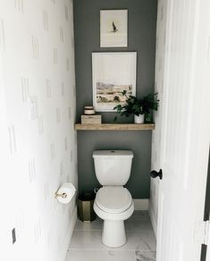 Small Downstairs Toilet, Small Toilet Room, Small Toilet Decor, Small Toilet Design, Bad Inspiration, Bathroom Inspiration, Toilet Room Decor, Bathtub Decor, Toilet Wall