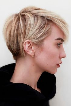 Blonde Pixie Cut - 90 Classy and Simple Short Hairstyles for Women over 50 - The Trending Hairstyle Short Pixie Haircuts, Short Hairstyles For Women, Layered Hairstyles, Blonde Pixie Haircut, Long Pixie Hairstyles, Haircut Short, Short Hair For Women, Short Blonde Pixie, Edgy Pixie