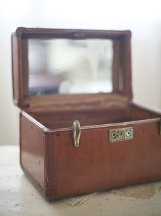Vintage train case. I have one of these and I love it!!!
