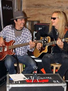 Mike Inez & Jerry Cantrell❤️❤️❤️