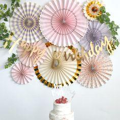 ピンクとラベンダーの華やかな組み合わせのペーパーファンセット。あす楽!【my mind's eye マイマインズアイ】プリンセスパーティー ペーパーファンセット ラベンダー & ピンク パーティーファン【ペーパーファン ホームパーティー パーティー 装飾 飾り付け 誕生日】リトルレモネード リトルレモネード Balloon Garland, Balloons, 7th Birthday, Happy Birthday, Birthday Hampers, Thank You Party, Paper Rosettes, Paper Fans, Backdrops For Parties