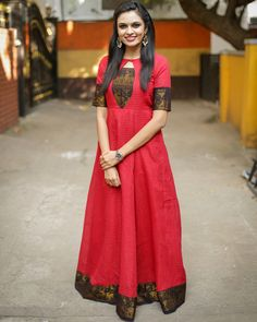 Shop online Raspberry anarkali dress This is the madurai sungudi zari cotton maxi dress with yoke detailing. Salwar Designs, Kurta Designs Women, Kurti Designs Party Wear, Long Dress Design, Designs For Dresses, Blouse Neck Designs, Frock Design, Kalamkari Dresses, Ikkat Dresses