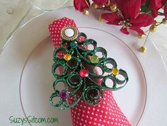 How to make quilled tree napkin rings from toilet paper tubes! #christmas #crafts