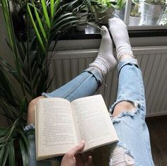 books r cool Book Aesthetic, Aesthetic Indie, Jolie Photo, Foto Pose, Tumblr Girls, Book Photography, Bookstagram, Book Worms, Book Lovers