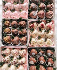 New Birthday Cake Chocolate Strawberry Sweets 29 Ideas Homemade Chocolate, Chocolate Recipes, Cake Chocolate, Chocolate Dipped Strawberries, Chocolate Covered Strawberries, Strawberry With Chocolate, Strawberry Sweets, Strawberry Roses, Deco Baby Shower