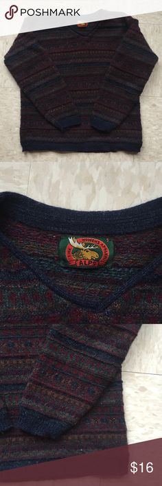 Vintage winter sweater Perfect for those brisk days! This vintage sweater is adorable. In great condition, has some pilling that's typical of an old sweater! *ships same day as order placed* Vintage Sweaters Crew & Scoop Necks