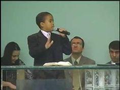 Criança de 9 anos de idade pregando e o fogo caindo part 1
