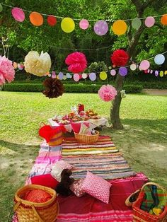A pretty, picnic idea. Great, vibrant colours used in this picnic display. Picnic Time, Summer Picnic, Picnic Park, Picnic Parties, Picnic Birthday, Girl Birthday, Birthday Cake, Birthday Celebration, Birthday Parties