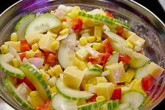 Gemischter Salat mit Käse It takes care to make the pasta beautiful which i Vegetable Drinks, Vegetable Dishes, Healthy Eating Tips, Healthy Recipes, Vegetarian Recipes, Healthy Nutrition, Greek Salad Pasta, Cooking Dishes, Rabbit Food