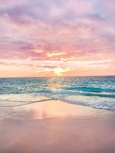 ― Helen Janneson Benseさん( 「This is my happy place ☀️✨ where the sun kisses the ocean and paints the sky 💫 the place where I'm…」 Strand Wallpaper, Ocean Wallpaper, Summer Wallpaper, Nature Wallpaper, Iphone Wallpaper, Sunrise Wallpaper, Beautiful Places, Beautiful Pictures, Beautiful Sky