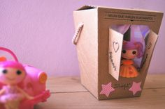 Para lo que sirve un envase... Several ways to reuse packaging: a box can also be a house for Lalalloopsy