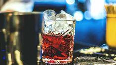 Negroni cocktail con gin Bitter Campari, vermouth rosso, aperitivo italiano