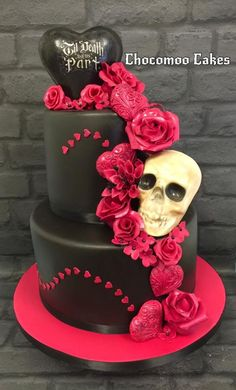 Halloween wedding cake - Cake by Chocomoo Skull Wedding Cakes, Gothic Wedding Cake, Sugar Skull Wedding, Gothic Cake, Scary Halloween Cakes, Bolo Halloween, Halloween Wedding Cakes, Halloween Bride, Beautiful Wedding Cakes