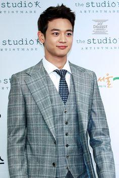 Minho just killing it in that suit!<3