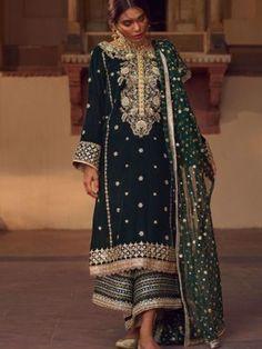diKHAWA Online Shopping in Pakistan - Pakistani Fashion Latest Pakistani Dresses, Latest Pakistani Fashion, Pakistani Dress Design, Pakistani Outfits, Indian Dresses, Indian Outfits, Indian Fashion, Velvet Pakistani Dress, Pakistani Bridal