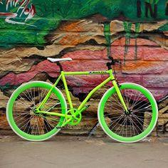 """Preta e prateada, azul e branca. Essas são algumas das cores mais comuns em bicicletas. E alguns dirão, """"Para que cores, para que design? O importante é desempenho"""". Mas para muitos o design é o mais importante. E poxa vida, quem não quer andar com uma bikeestilosa por aí? O problema é que não há...<br /><a class=""""more-link"""" href=""""https://catracalivre.com.br/geral/agenda/indicacao/na-onda-das-bikes-coloridas/"""">Continue lendo »</a>"""
