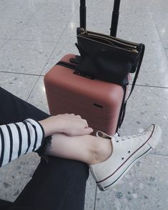 """""""En route to Athens with my pal for a long weekend 🇬🇷 Time for some culture and…"""" Bff Pictures, Travel Pictures, Travel Photos, Travel Aesthetic, Aesthetic Girl, Tumblr Photography, Travel Photography, Travel Ootd, Airport Photos"""