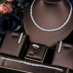 Fancy Jewellery, Prom Jewelry, Jewelry Design Earrings, Necklace Designs, Gold Jewelry Simple, Stylish Jewelry, Luxury Jewelry, Fashion Jewelry, Bridal Jewelry Vintage