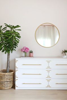 Malm dresser by IKEA is a brilliant piece, it's simple yet genius. Lets see how to spruce it up and use for your home's decor. Hack Commode Ikea, Ikea Dresser Hack, Ikea White Dresser, White And Gold Dresser, Dresser Top, Ikea Furniture, Furniture Makeover, Furniture Projects, Ikea Makeover
