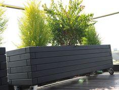 Bilderesultat for plantekasser Garden Troughs, Garden Planters, Outdoor Sofa, Outdoor Spaces, Outdoor Decor, Patio, Backyard, Privacy Planter, Cottage Exterior