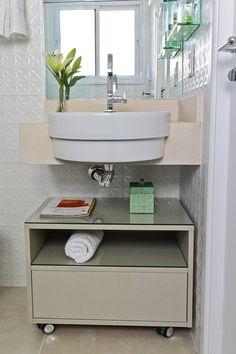 PEQUENO CHEIO DE ESTILO Budget Bathroom, Bathroom Renovations, Small Bathroom, Bathroom Interior, Home Interior Design, Interior Decorating, Bathroom Cabinets, Interior Lighting, Home Bedroom