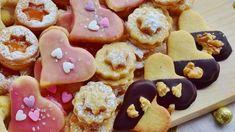 Náplně do vánočního cukroví: Kávový, kakaový, kokosový nebo pudinkový krém, se kterým vytvoříte ty největší dobroty - Lifee.cz Gingerbread Cookies, Doughnut, Desserts, Christmas, Food, Fine Dining, Gingerbread Cupcakes, Tailgate Desserts, Xmas